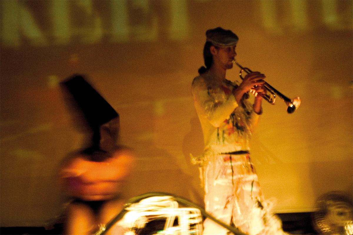 <span>Cabaret Elettrico</span> - Palcoscenico e backstage della messa in scena al C.S. Brancaleone di Roma (Maggio 2005)